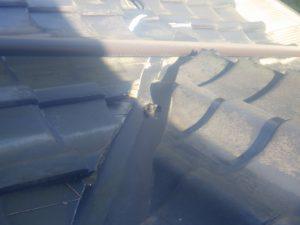 屋根の上の痕跡。
